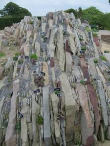 Lassen Sie bei der Anordnung der Steine im Steingarten Ihrer Kreativität freien Lauf!
