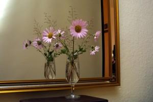 Spiegel sind nicht nur praktisch, sondern auch dekorativ. Aber wo sollen sie hängen? Foto: by Horst-Kurzschenkel_pixelio.de