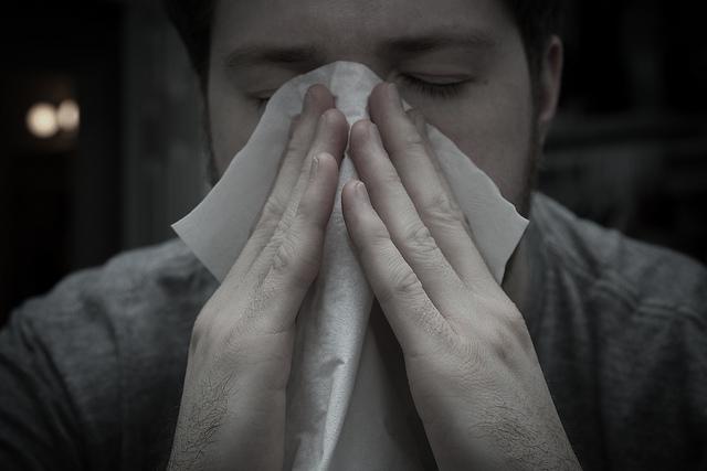 Augenjucken, Nasenlaufen, Niesanfälle, Husten und Müdigkeit sind die am häufigsten auftretenden Symptome bei Pollenallergien