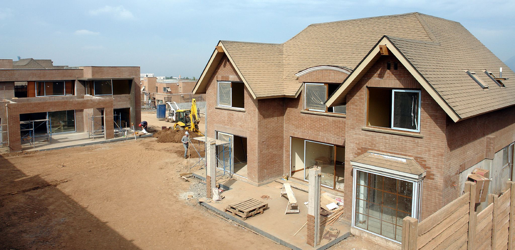 Meist die günstigere Alternative zu einer Eigentumswohnung im Stadtzentrum: Hausbau in einer Eigenheimsiedlung