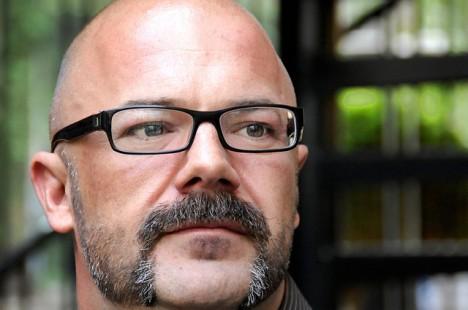 mann mit brille 468x310 Bei den meisten Augen Problemen hilft eine Brille   mit Feng Shui das richtige Brillenmodell finden