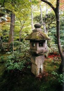 Traditionelles japanisches Gartenlicht: Die chinesischen Feng Shui Wurzeln lassen sich noch deutlich erkennen