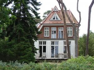 Die umliegende Landschaft beeinflusst das Leben im Haus. Mit einem Lo Pan werden die Einflüsse untersucht. Foto: © Hedwig Seipel