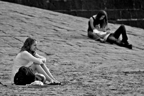 Junge und alte Menschen sind gleichermaßen von Einsamkeit betroffen