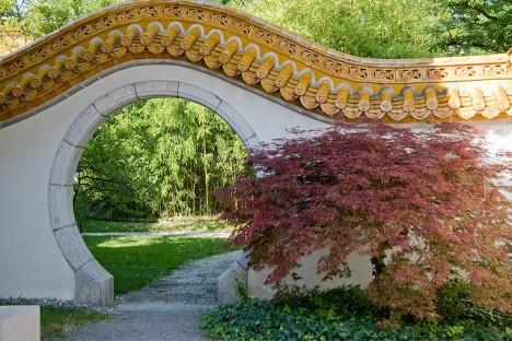 Runde Tür-Öffnung für besseren Chi-Fluss in Haus und Garten