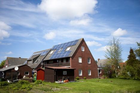 Spitzdach mit Solaranlage: Was gut für die Solarstromgewinnung ist, muss noch lange nicht gut aus Feng Shui Perspektive sein!