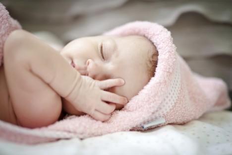 Gesunde und glückliche Babys sind das größte Glück für die Eltern. Kann Feng Shui das Glück unterstützen? Foto: istockphoto.com / ©-Kristina-Greke