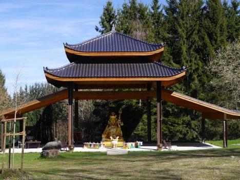Du triffst Buddha im Odenwald - wortwörtlich! Foto: © Hedwig Seipel