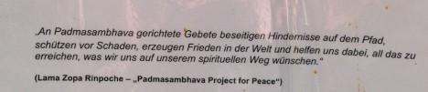 Ein Teil der Informationstafel zur Buddha-Statue. Foto: © Hedwig Seipel