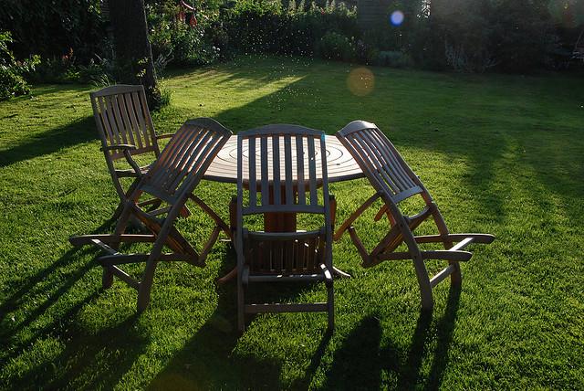 Mit Gartenmöbeln Entspannungsoasen schaffen