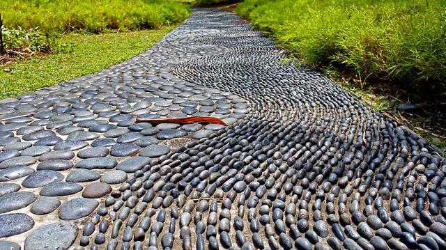 Gartenweg mit Reflexzonen