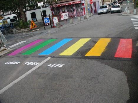 Bunte Zebrastreifen: Ziel muss es sein, psychisch kranke Menschen mit Farben den Weg zurück ins normale Leben zu erleichtern