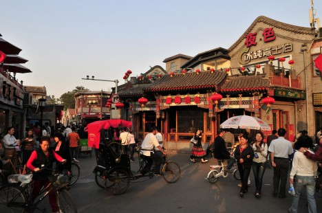 Enge Gassen mit traditioneller Lebenskultur: Shichahai Hutong in Peking, China