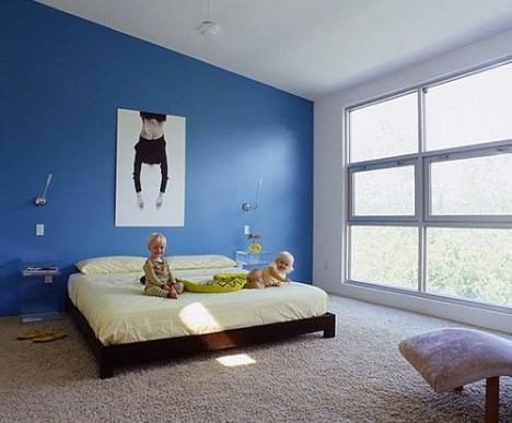 Ein breites Doppelbett, in dem auch Kinder noch Platz finden. Foto (C): Tim Crowe / flickr
