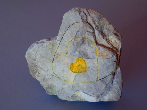 Herzstein mit Betonung der natürlichen Herz-Linien, Foto (C) Irmgard Brottrager
