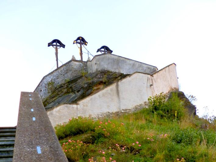 Spiralförmige Steintreppe auf den Berg, Foto (C) Irmgard Brottrager