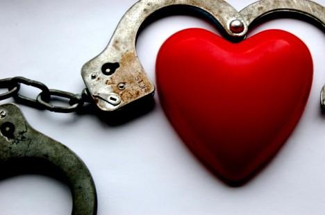 Männer und Frauen reagieren unterschiedlich auf Kummer, Stress und Belastungen. Nicht selten ist das Herz betroffen