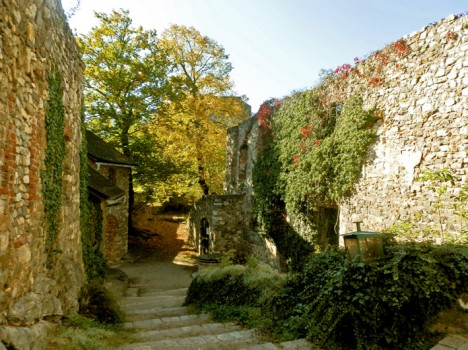 Burguine Gösting, Innenhof, Foto (C) Irmgard Brottrager