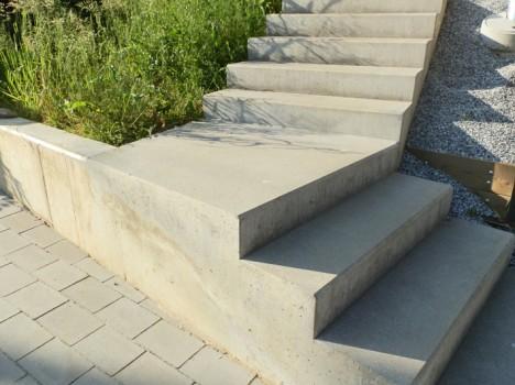 Diese Treppe ist in das natürliche Gelände integriert. Foto (C) Irmgard Brottrager