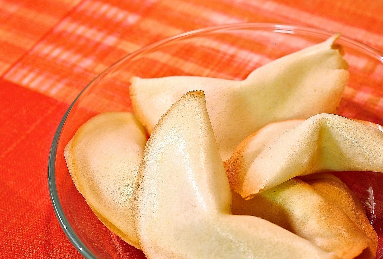 Selbstgebackene Glückskekse schmecken lecker und machen Spaß! Foto: CC-0 via http://pixabay.com/en/fortune-cookies-cookies-354525/