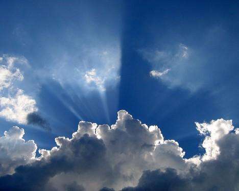 Wolken unterliegen einem ständigen Wandel und sind somit ebenso Symbol für veränderliche Vorgänge in unserem Universum wie langsamer vonstatten gehende Prozesse. Werden Wolken überhaupt genügend gewürdigt?