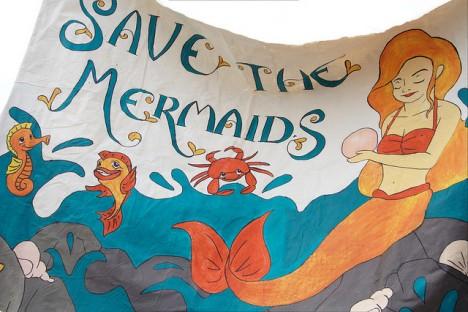 """""""Schützt die Meerjungfrauen"""", Foto (C) Dominic Alves / flickr"""