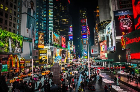 """Time Square, NYC: Auch in der Nacht ist es hier """"taghell"""""""