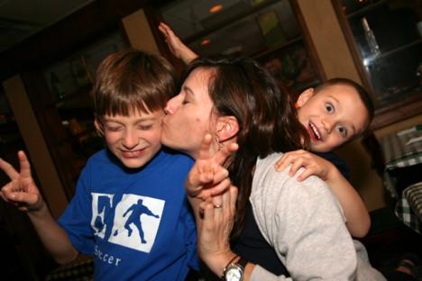 Beim Glück kommt es auf soziale Kontakte an - allen voran: die Familie