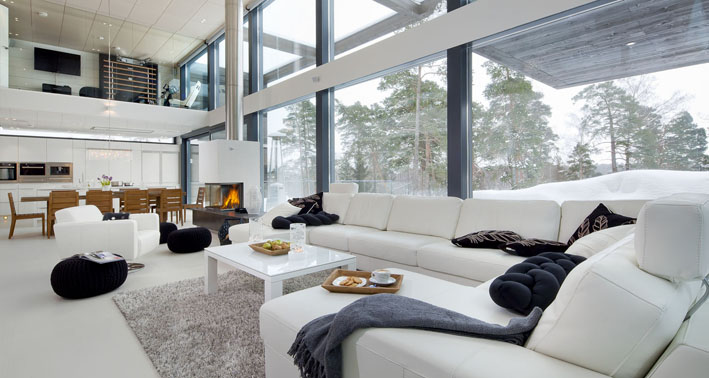 Zentrale Wohnküche Mit Offenem Kamin Und Galerie Ebene, Foto © POLARLIFEHAUS Pictures Gallery