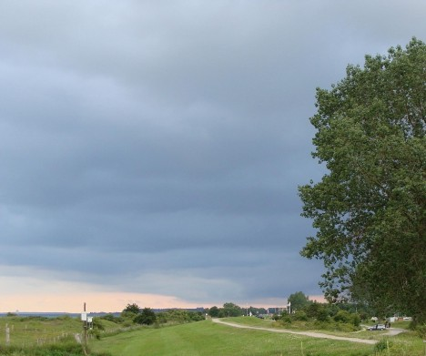 Das Blau der Gewitterstimmung ist eher ein Metall-Blau. Foto: © Hedwig Seipel