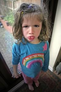 Gerade nach starken Gefühlsausbrüchen auf die Kinder zugehen!