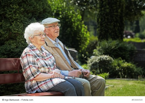 Glücklich bis ins hohe Alter zusammenleben. Diese Lebenssituation kann zur KUN-GEN-Achse passen.
