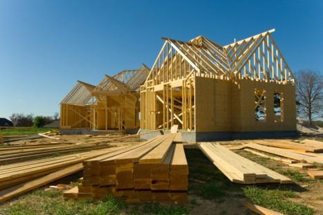 Ökologisches Bauen ist ein Schritt in Richtung Energiewende! Dabei können neben einer guten Dämmung und modernen Heizungen auch Holzhäuser zum Einsatz kommen.