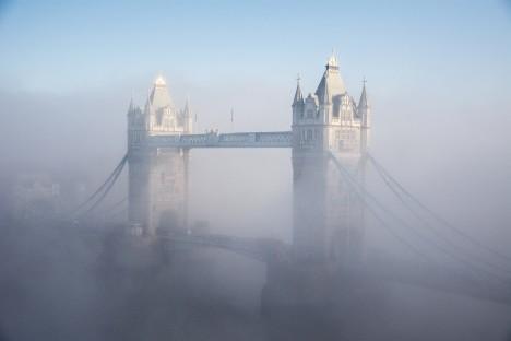 Im Nebel: Die Tower Bridge in London - ein Anblick, der immer seltener wird