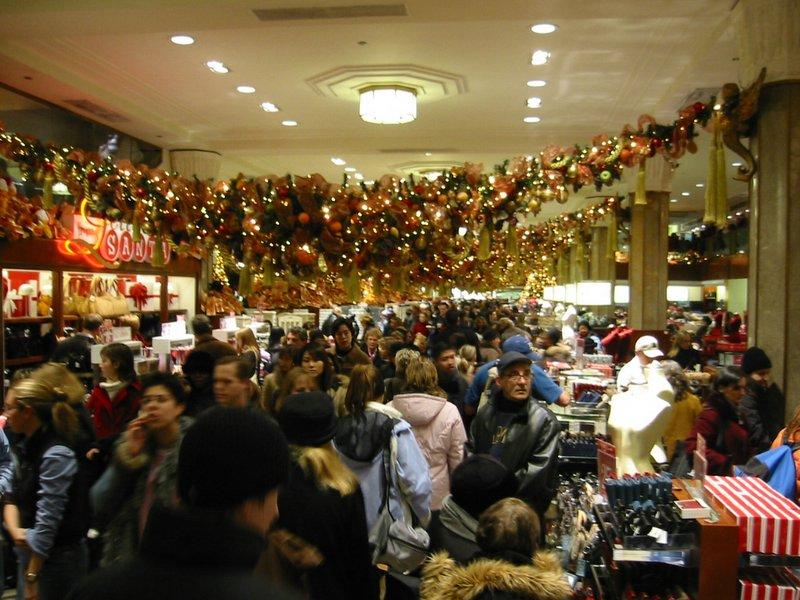 Weihnachtsshopping: Wer im Internet bestellt, umgeht dem alljährlichen Trubel in den Kaufhäusern