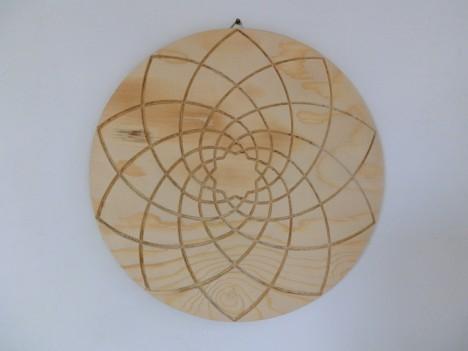 Venusblumen-Mandala, eingraviert in Holz von Josef Loitzenbauer, Foto (C) Irmgard Brottrager