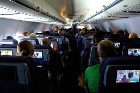 Flugzeug von innen: Schlechte Luft und giftige Stoffe können krank machen