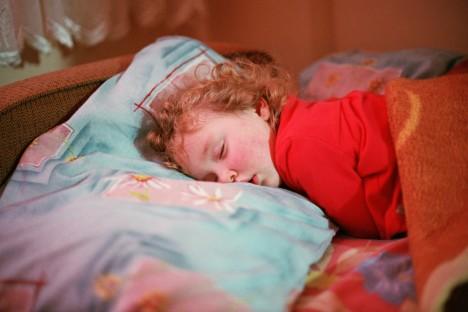 Tiefschlaf wie ein Kind: Wer wünscht sich das nicht zuweilen? Mit ein paar Tricks kann jeder aktiv etwas für einen besseren Schlaf tun