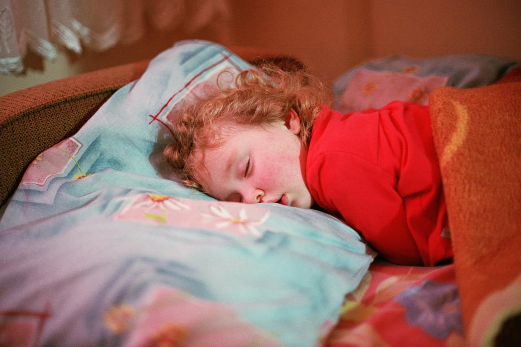 Tiefschlaf wie ein Kind wünscht sich so manch einer. Mit ein paar Tricks, kann man tatsächlich aktiv etwas für einen besseren Schlaf tun