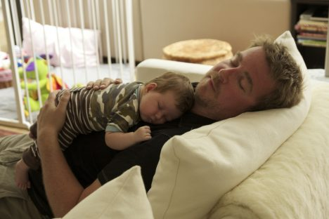Für viele junge Eltern ein Traum: Endlich wieder ausschlafen
