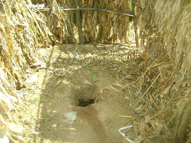 Zur Not tut es auch ein tiefes Loch im Freien. Foto (C) SuSanA Secretariat / flickr