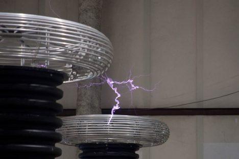 Tesla-Spule in Form eines Torus, Foto (C) Will Scullin / flickr