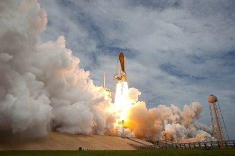 Raketenantriebe mit derart viel Treibstoffverbrauch und Getöns könnten bald der Vergangenheit angehören. Foto (C) manhhai / flickr