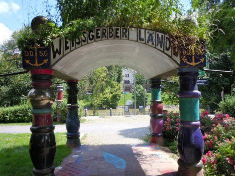 Lustiges Hundertwasser-Portal in Wien, Foto (C) Sarah Ackermann / flickr