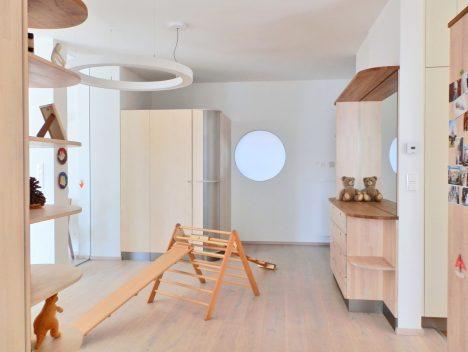 Blick Richtung Kinderzimmer, Raum(mit)gestaltung + Foto (C) Irmgard Brottrager