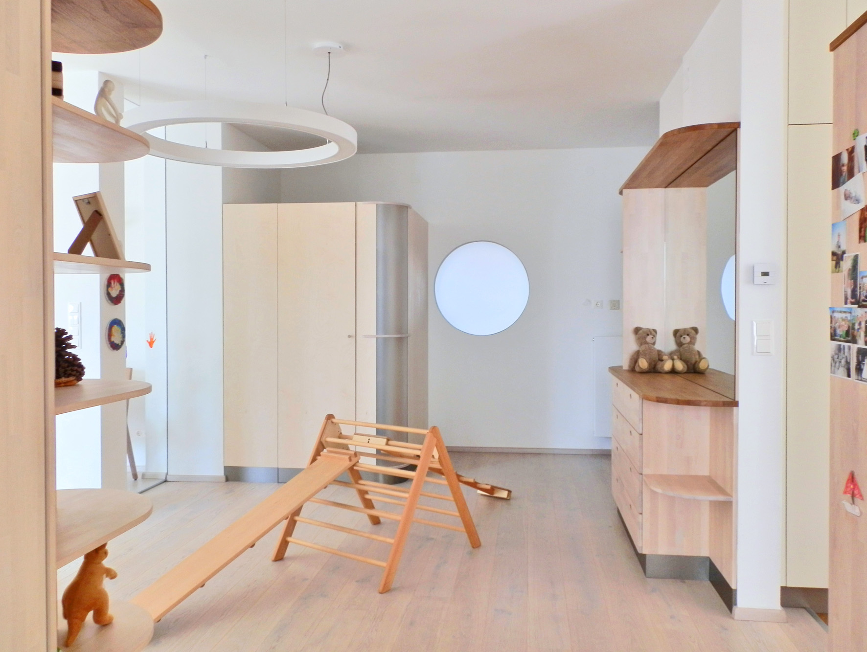 feng shui praxis belichtung einer fensterlosen diele everyday feng shui. Black Bedroom Furniture Sets. Home Design Ideas