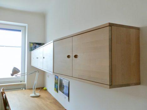 Blick hinter das Elternbett, Raum(mit)gestaltung + Foto (C) Irmgard Brottrager