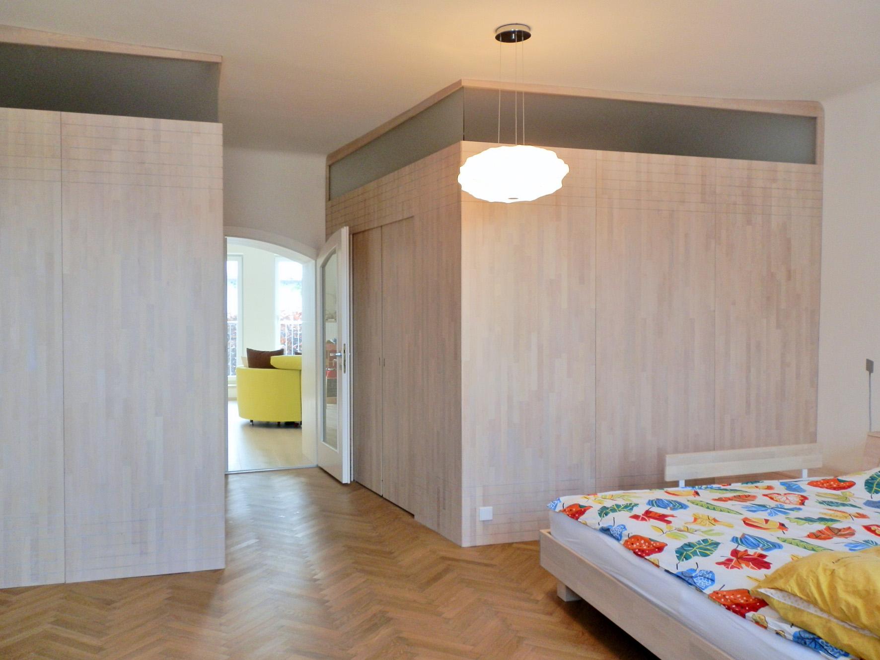 schlafzimmer-einrichtung in großen altbauräumen, Wohnzimmer dekoo