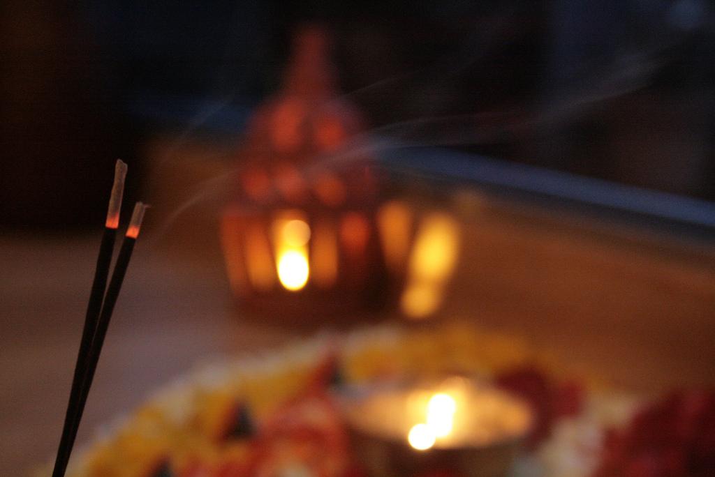 Spirituelle Räucher-Zeremonie als Hilfsmittel um Vergangenes loszulassen