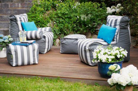 Mit passenden Gartenmöbeln kleine Entspannungsoasen schaffen
